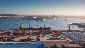 装载南非的集装箱船港口 股票视频