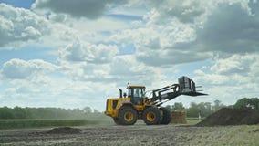 装载和运输的干草堆农业设备 农业生产 影视素材
