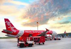 装载对飞机的行李 免版税图库摄影