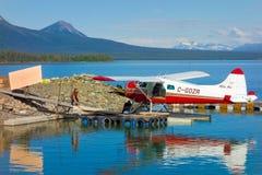 装载灌木飞机在育空 库存照片