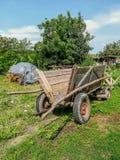 装载玉米的农村木推车 库存照片