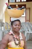 装载瓢的一名妇女的画象 免版税库存图片