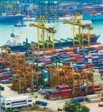 装载的船 新加坡行业端口 免版税库存图片