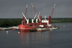 装载的船 免版税图库摄影