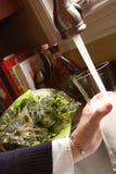 装载的花瓶水 免版税库存图片