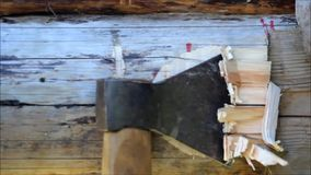 装配一个木制框架和修建房子 俄国 老木日志纹理,在日志的凹进处加入的为使用轴 影视素材