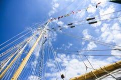 装配一条风船在蓝天的一个美好的晴天 库存图片