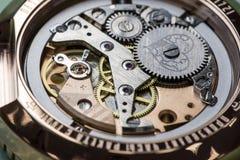 装配机械手表 库存图片