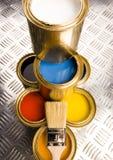 装金子于罐中 免版税库存图片