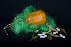 装饰万圣节 南瓜和甜点 库存照片