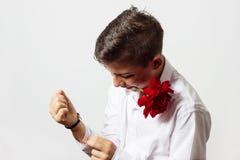 装饰与的年轻男孩起来了 免版税库存照片