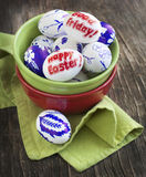 装饰与词复活节快乐和基督受难日的复活节彩蛋 免版税库存照片