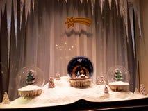 装饰为圣诞节商店窗口 免版税库存照片