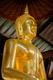 装饰佛教寺庙的菩萨金雕象细节在乌隆他尼,泰国 免版税库存照片