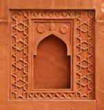 装饰元素-在一个古老宫殿的墙壁上的窗口。印度, 库存照片