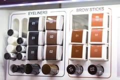 装饰化妆用品样品,测试器 各种各样的眼睛划线员,眉头 库存照片