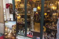 装饰和家具店在罗马,意大利 库存图片
