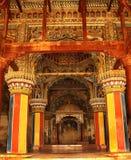 装饰国王sarafoji选址死命和柱子在thanjavur maratha宫殿的部大厅dharbar大厅里 免版税库存照片
