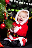 装饰圣诞树的圣诞老人辅助工 库存图片