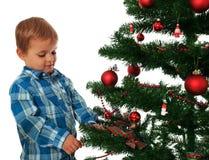 装饰圣诞树的孩子 库存图片