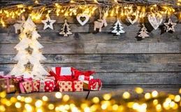 装饰圣诞节土气背景 免版税库存照片
