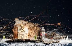 装饰圣诞节装饰品,一点房子,在蓝色ba的地精 免版税图库摄影