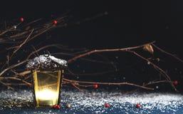 装饰圣诞节装饰品,在一蓝色backgro的黄色灯笼 免版税库存照片