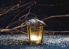 装饰圣诞节装饰品,在一蓝色backgro的黄色灯笼 免版税图库摄影