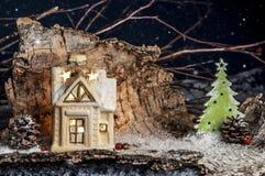 装饰圣诞节装饰,蓝色背景的一个房子 免版税图库摄影