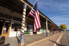 装饰在墓碑AZ的国旗一个大厦 库存图片