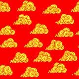 装饰在红色背景的黄色云彩与鳞纹理 免版税库存图片