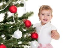 装饰女孩愉快的小的结构树的圣诞节 免版税库存图片