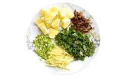 装饰姜香菜柠檬绿色辣椒和褐色的Haleem油煎了葱 免版税库存图片