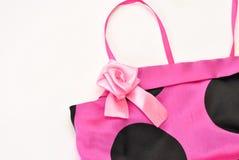 装饰庄重装束的美丽的玫瑰色缎丝带 图库摄影