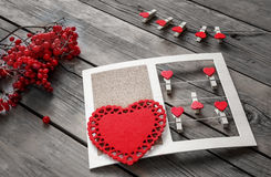 装饰心脏的构成问候的在华伦泰` s天 免版税图库摄影