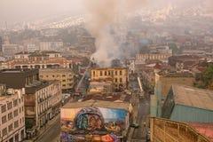 装饰房子的五颜六色的街道艺术在瓦尔帕莱索,智利 库存照片