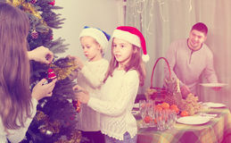 装饰房子结构树的圣诞节 库存图片