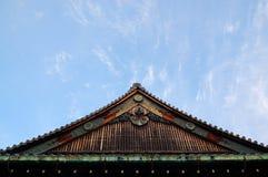 装饰日本山墙饰细节 免版税库存照片