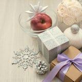 装饰构成圣诞节的被包裹的礼物 库存图片