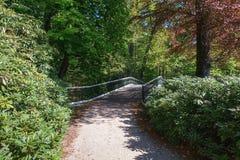 装饰桥梁在厕所公园 免版税库存照片