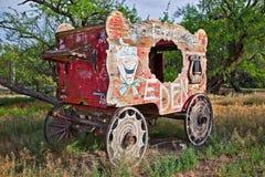 装饰用马拉的无盖货车 免版税库存图片