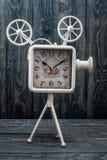 装饰白色减速火箭的时钟 免版税库存照片