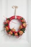 装饰的万圣夜枝杈花圈 免版税库存照片