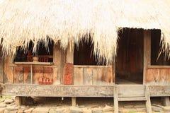 装饰的传统房子在露天博物馆在Wologai 免版税库存照片