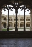 装饰的修道院曲拱在Jeronimos修道院里 库存照片