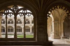 装饰的修道院曲拱 库存图片