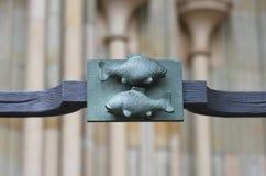 装饰的元素与两条鱼的 免版税库存图片