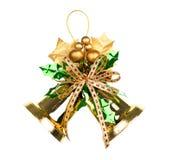 装饰的发光的金黄圣诞节铃声。 库存照片