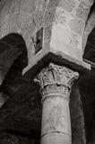 装饰的古老专栏,圣朱斯塔大教堂,撒丁岛 免版税库存图片