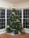 装饰的圣诞树在家 库存照片